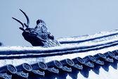 在寺庙里,中国在屋檐的野兽雕塑 — 图库照片
