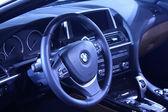 Bmw motor ratten i en bil försäljning butik — Stockfoto