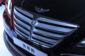 Hyundai Rohens car in a car sales shop, Tangshan, China — Stock Photo
