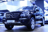 Mercedes Benz luxury cars on display in a car sales shop, Tangsh — Stock Photo