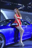 Auto di lusso e bellissimo modello femminile sul display in tangshan, c — Foto Stock