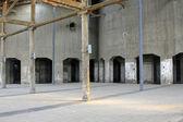 Zniszczony budynek w fabryce — Zdjęcie stockowe
