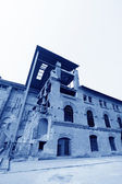 Vervallen gebouw in een fabriek — Stockfoto