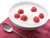 Bowl of white yoghurt with fresh raspberries — Stock Photo