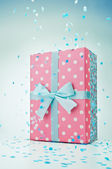 Polka dot gift box — Stock fotografie