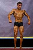 Male bodybuilder at stage — Stockfoto
