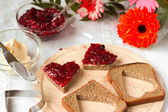 Sweet hearts with jam for breakfast on St Valentines day — Stock Photo