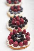 Cookies with fresh berries — Stock Photo