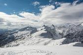 Crête de la montagne enneigée — Photo