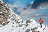 Person ascendind a mountain — Stock Photo