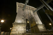 Chain Bridge pillar by night — Stock Photo