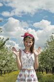 Vişne meyve mutlu kız — Stok fotoğraf
