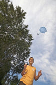 Playing with parachute toy vertical — Stock Photo