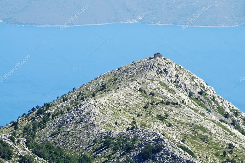 Piccola casa sulla collina foto stock sziban 39936431 for Piani casa ranch in collina
