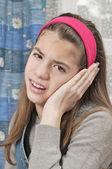 девушка с болит ухо — Стоковое фото