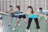 Teens in gymnasium — Foto de Stock