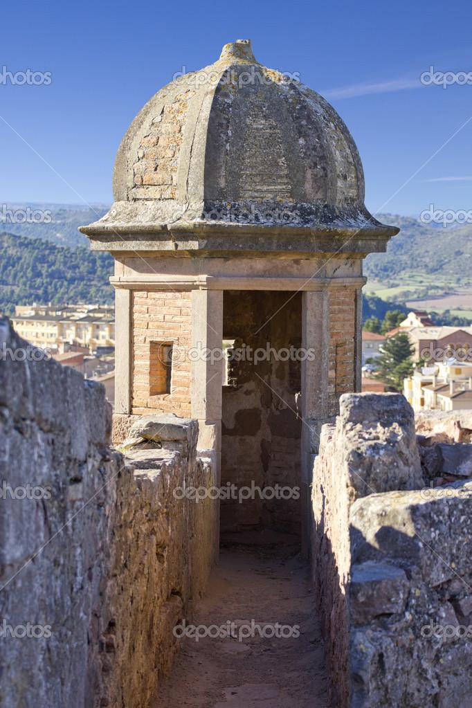 凉亭和卡多纳城堡的了望塔