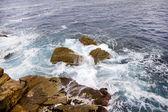 Olas en la costa del mar mediterráneo — Foto de Stock