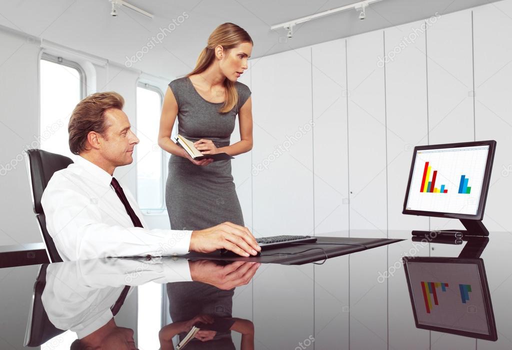 Секретарь и босс  фотография
