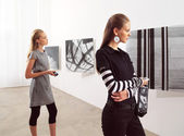 Women at an exhibition — Stock Photo