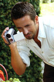 Man with digital camera — Stockfoto