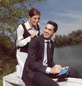 Using PDA outdoors yu — Stockfoto