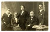 Foto vintage da família no estúdio — Fotografia Stock