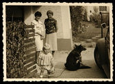 Old photo: child and dog — Stockfoto