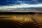 корабль на реке — Стоковое фото