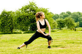 Beautiful woman exercising in the park — Stock Photo
