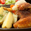 Roasted chicken wings with young potatoes — Стоковая фотография