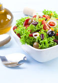 Fresh Mexican salad with olives and red beans — Stock Photo