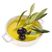 小的碗用橄榄油 — 图库照片