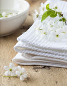 Bath towel and flower — Stock Photo