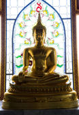 Golden Buddha statue — Photo