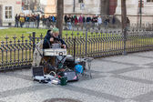 Street musician play on Old Town Square, Prague — Foto Stock