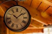 Antiguo reloj de la estación de ferrocarril — Foto de Stock