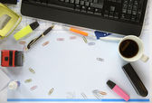 Kaotiskt skrivbord, gratis kopia utrymme — Stockfoto