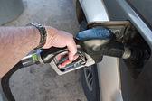 Strony pompowania paliwa gazowego do auto — Zdjęcie stockowe