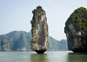 Karst limestone islands, Ha Long Bay, Vietnam — Stock Photo
