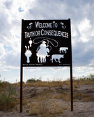 Welcome to Truth or Consequences, New Mexico. — Stock Photo
