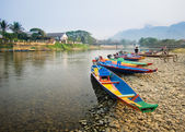Colorful wooden longboats in Vang Vieng, Laos. — Foto de Stock