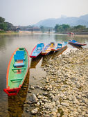 Colorful wooden longboats in Vang Vieng, Laos. — Stok fotoğraf