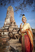 Woman performing typical thai dance with thai style temple background — Stock Photo
