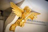 Gold statue under ceiling — Stock Photo