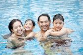 幸せなアジア家族 — ストック写真