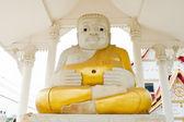 Dokarmiać posągu buddy — Zdjęcie stockowe