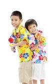 Dos chicos asiaticos con bones — Foto de Stock