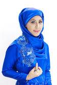 Mooie aziatische islamitische vrouw die lacht — Stockfoto