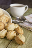 Caffè e biscotti sul tavolo — Foto Stock